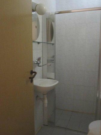 Hashimi Hotel: bagno privato