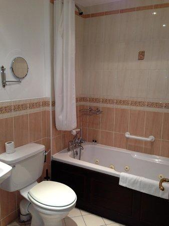 Leesonbridge Guesthouse : very clean bathroom, good water pressure