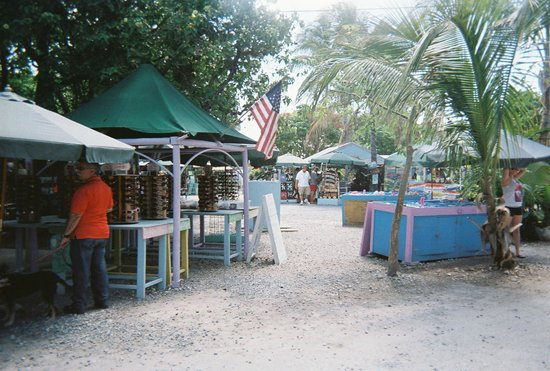 Indian Key State Historic Site : Robbie's Marina little market