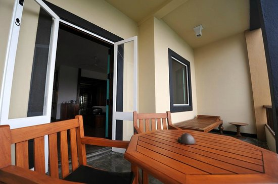 """Jetwing Lighthouse : """"Deluxe room"""" - Terrasse"""