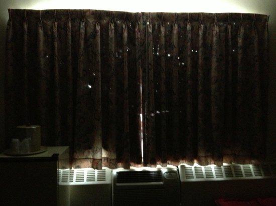 Inn of Rosslyn: Main window covering in my room...