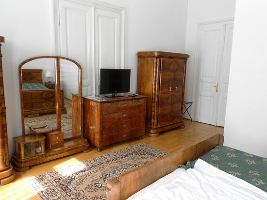 Hotel Kalvin House: Some of the glorious old furniture