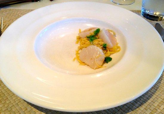 Clifton Inn: Poached scallops over pasta