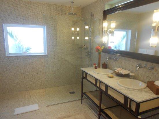 Le Guanahani : salle de bains