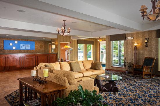 Holiday Inn Express Lewiston : Lobby