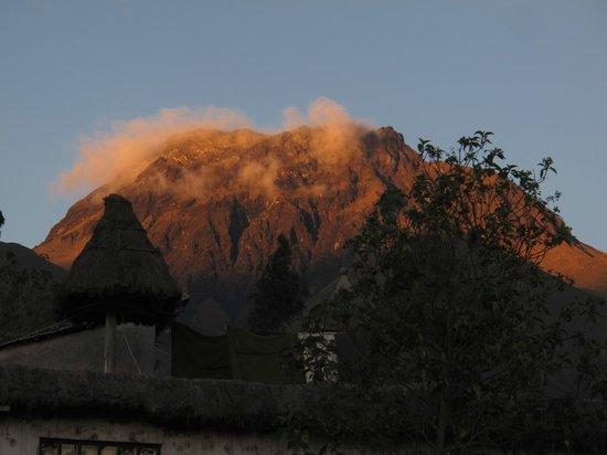 Hostal Aya Huma: The view of the volcano Imbabura