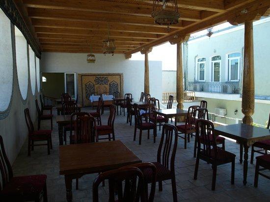 Hotel Malika Bukhara: Blick von der Terasse auf das Hauptgebäude