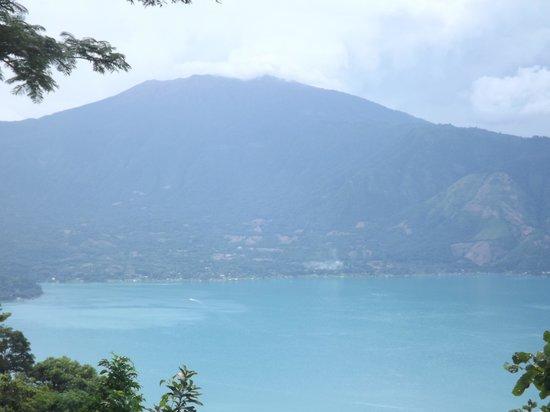 Santa Ana Volcano : volcanoe view from the lake