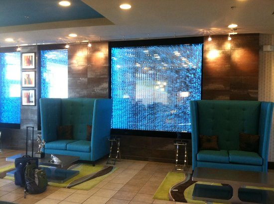 Holiday Inn Hotel & Suites Salt Lake City-Airport West: Great lobby with high-side couches