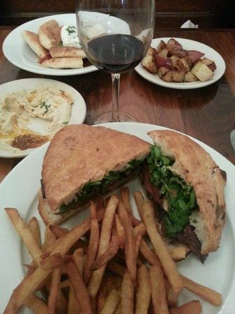 Mogador Cafe: Hanger Steak sadwich and Hummus