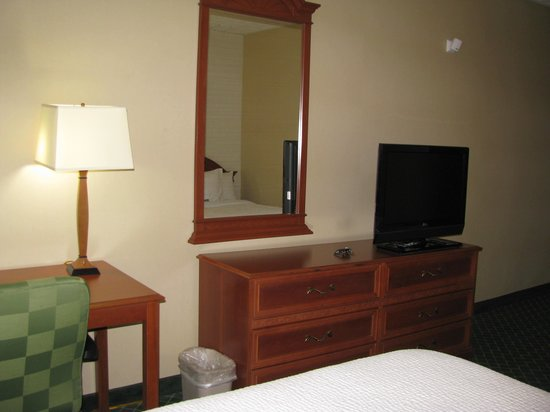 Comfort Inn Syosset by Choice Hotels : Bedroom