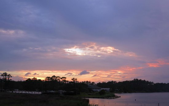Colington Creek Inn: Sunset from front porch