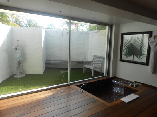 Eden Rock - St Barths: jardin et baignoire égyptienne