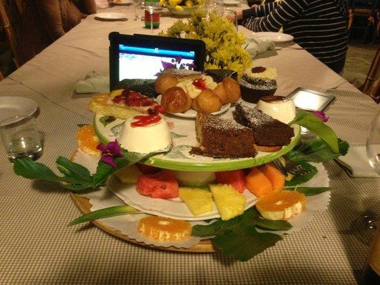 Agriturismo Fattoria Terranova : Piatto di dolci a fine cena