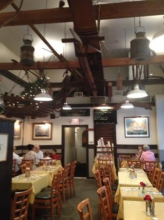 Black Seal Seafood Grille: Nice nautical dining room