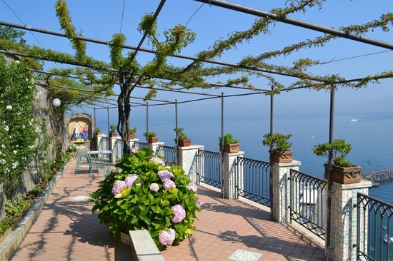 Domus San Vincenzo: Terrace with a view