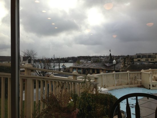 Weathervane Terrace Inn and Suites : View from breakfast area