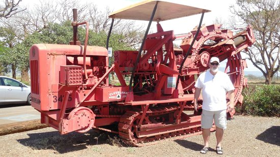 Alexander & Baldwin Sugar Museum : my husband by one of the sugar cane field machines