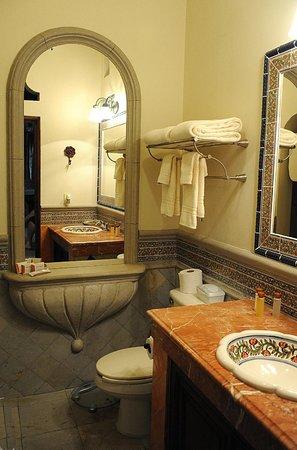 Hacienda del Lago Boutique Hotel: Bathroom of the Garden Suite