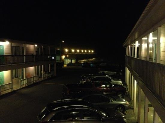 South Wind Motel : Motel at night