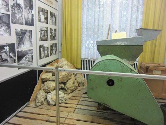 Museum in der Runden Ecke (Museum in the Round Corner) : Shredding documents