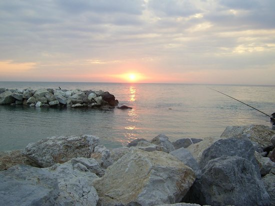 Manzi: Sunset at the Marina di Pisa