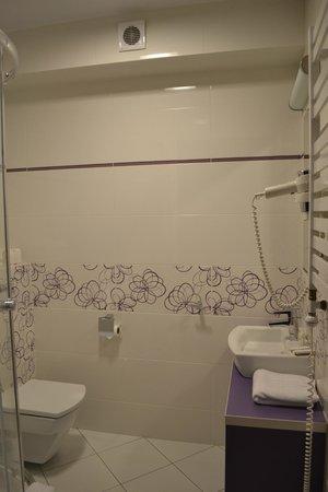 Hotel Arena Expo: Bathroom, shining like brand new