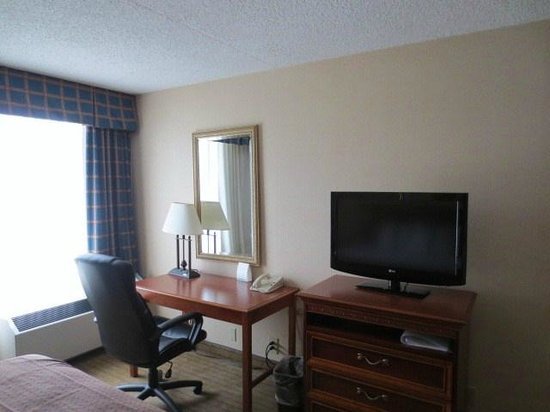 Holiday Inn Cleveland Airport: テレビ