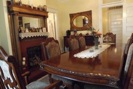 Bisland House Bed and Breakfast: Dining room from window