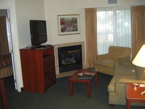 Homewood Suites Providence-Warwick: two bedroom suite