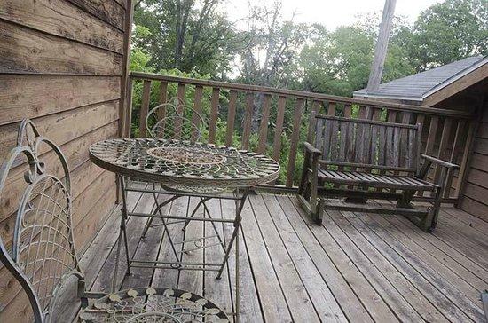 Green Tree Lodge: private deck