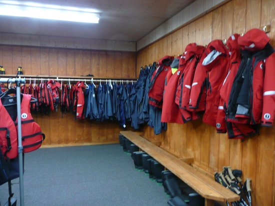 Knight Inlet Lodge: Jackets and gilets