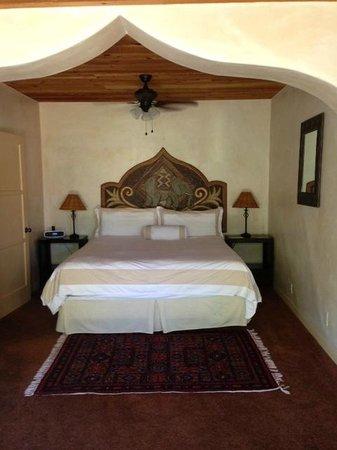 Emerald Iguana Inn: Bedroom in Acorn Suite