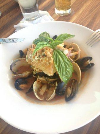 Alba Seaside Italian: Rico plato de Mariscos