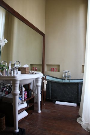Il Salviatino : Old style bath!