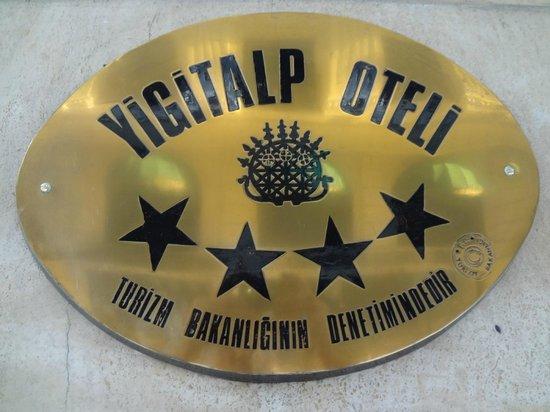 Yigitalp Hotel: LETRERO DEL HOTEL