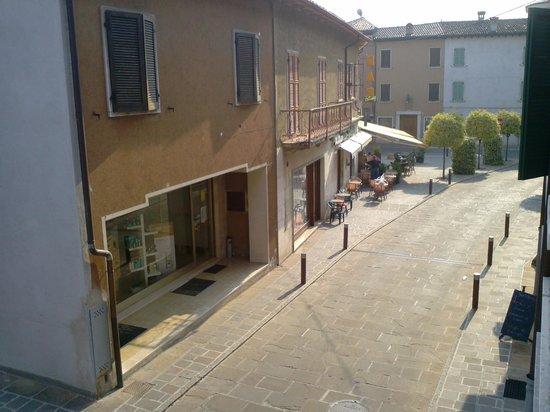 Hotel La Tana dello Scoiattolo: vista dalla camera sul centro