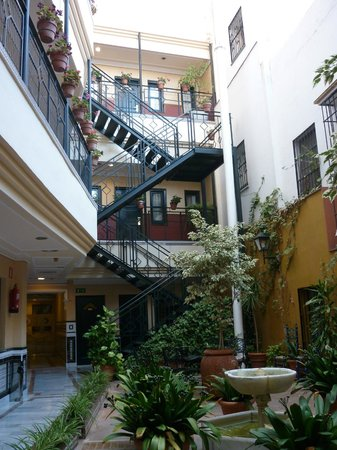BEST WESTERN Cervantes Hotel -- Seville: Patio
