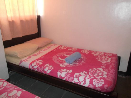 Boracay Travelodge Beach Resort: bed 2
