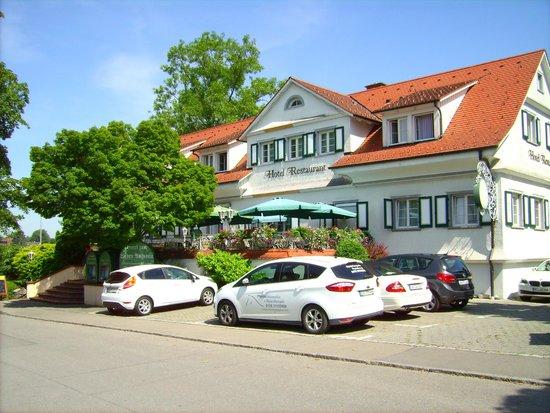 Hotel zum lieben Augustin am See: Vorderansicht des Haupthauses