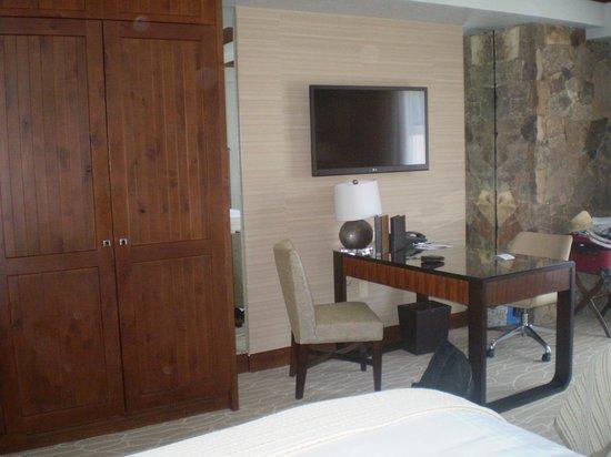 The Ritz-Carlton, Bachelor Gulch: Closets, desk and television