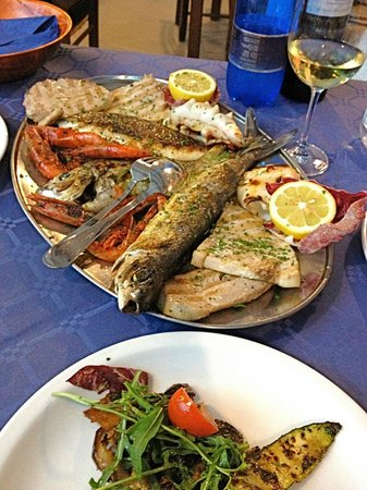 La Trattoria: Fish platter for two?! And some veggies for balance.