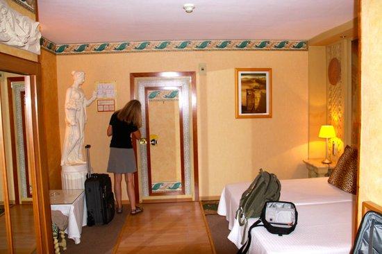 Hotel President: Odd but interesting rooms!