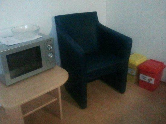 "Comfort Appartementhaus Blümel: trash cans in""living room"""