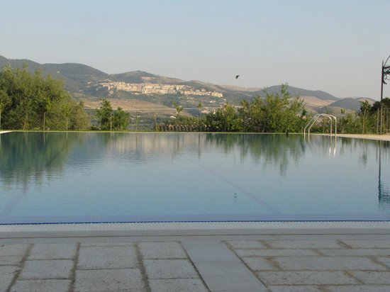 Locanda Gulfi: Watching the swallows bathing in the pool at sunset.