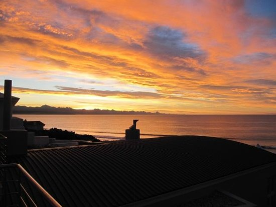 Periwinkle Guest Lodge: Sonnenaufgang vom Balkon