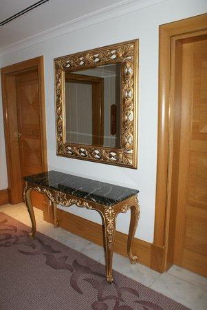 โรงแรมมาร์เดนพาเลซ: Koridorlar