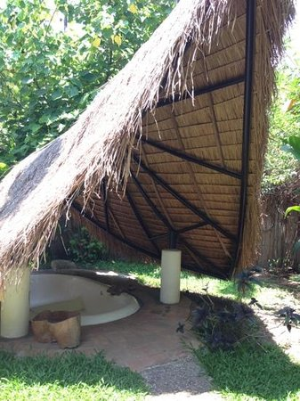 Pai Island: outdoor jacuzzi of Island honeymoon