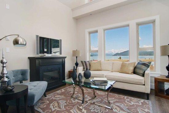 Harrison Lake View Resort: getlstd_property_photo