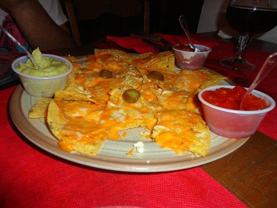 Puerto Mexico Cantina: Nachos con queso y salsas, muy ricos